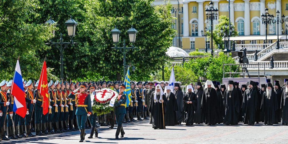 Епископ Фома принял участие в возложении венка к могиле Неизвестного солдата у Кремлевской стены