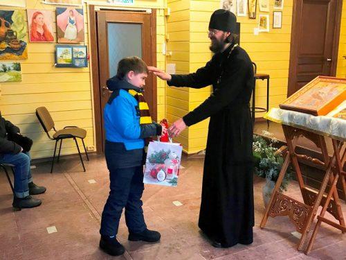 В храме Успения Пресвятой Богородицы в Матвеевском закончилась благотворительная акция «Елка Ангела»