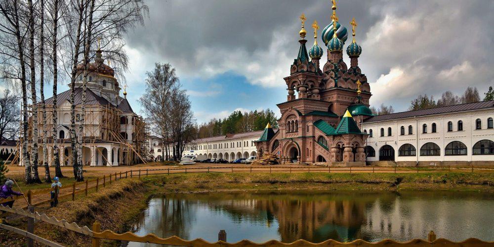 Храм прп. Андрея Рублева в Раменках передал одежду и продукты насельницам и детскому приюту Николо-Сольбинского монастыря