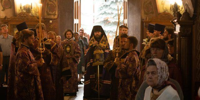 Епископ Павлово-Посадский Фома совершил всенощное бдение в храме Архангела Михаила в Тропареве ( + фото, + видео)