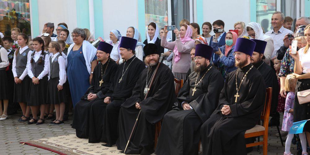 Владыка Фома принял участие в празднике ко Дню знаний