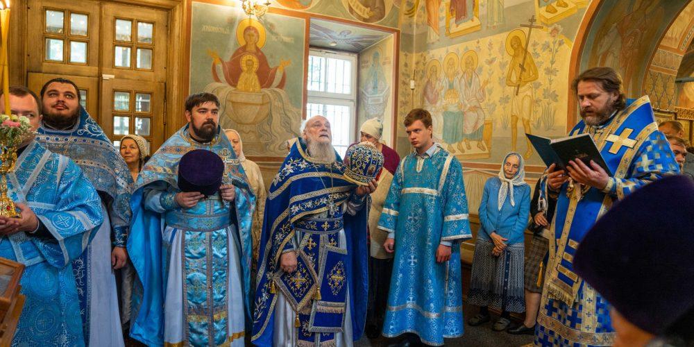 Епископ Одинцовский и Красногорский Фома совершил Божественную литургию в храме Благовещения Пресвятой Богородицы