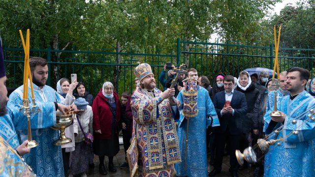 Литургию в престольный праздник в храме Рождества Пресвятой Богородицы совершил епископ Одинцовский и Красногорский Фома