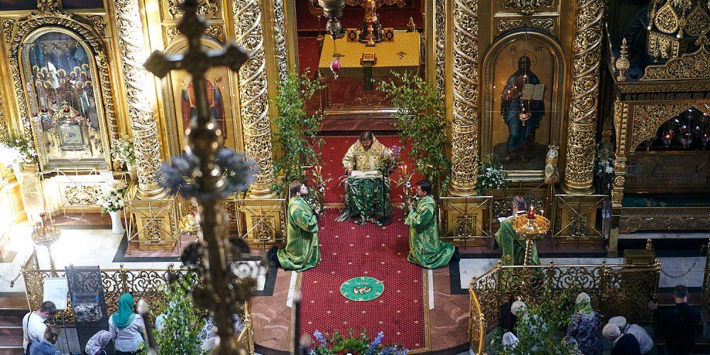 В праздник Святой Троицы епископ Фома совершил Божественную литургию