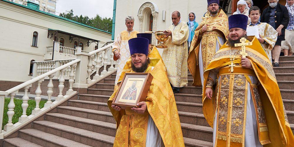 В день памяти святителя Иова Литургию в престольный праздник возглавил благочинный Георгиевского округа Западного викариатства