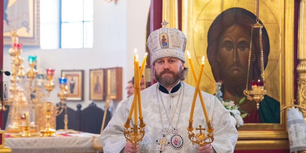 В Димитриевскую родительскую субботу Литургию в храме Воскресения Христова в Толстопальцево возглавил епископ Павлово-Посадский Фома