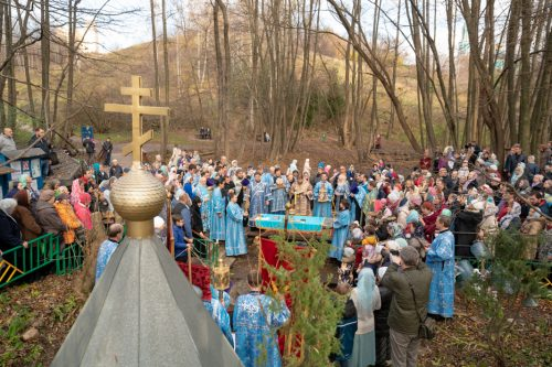 Управляющий Западным викариатством епископ Павлово-Посадский Фома совершил Божественную литургию в храме Рождества Пресвятой Богородицы в Крылатском (+ фото)