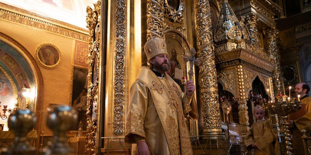 Божественную Литургию в Богоявленском кафедральном соборе в Елохове возглавил епископ Павлово-Посадский Фома