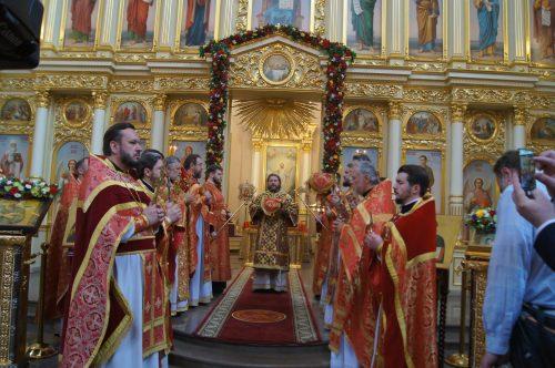 В престольный праздник в храме Иоанна Русского владыка Фома совершил Литургию