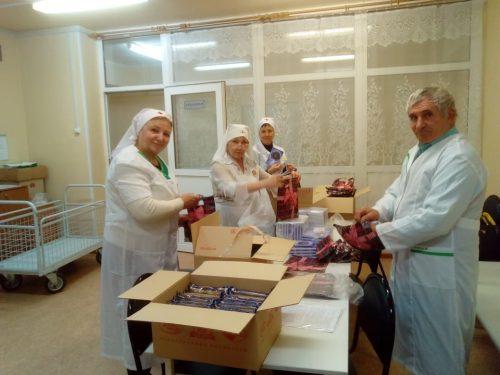 Служба «Милосердие» храма Знамения подготовила рождественские подарки для пациентов и персонала больницы № 51