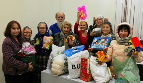 В храме Смоленской иконы Божией Матери успешно закончилась благотворительная акция «Поделись сладостями и игрушками»