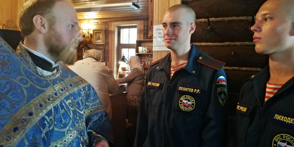 Воины-спасатели нового призыва посетили храм в честь вмч.Георгия Победоносца при МЧС