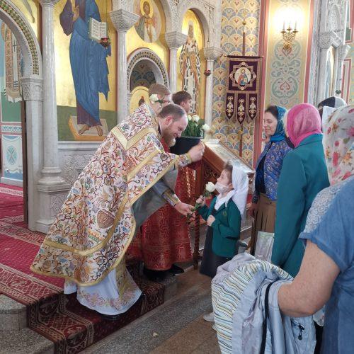 В Неделю святых жен-мироносиц духовенство поздравило женщин с праздником