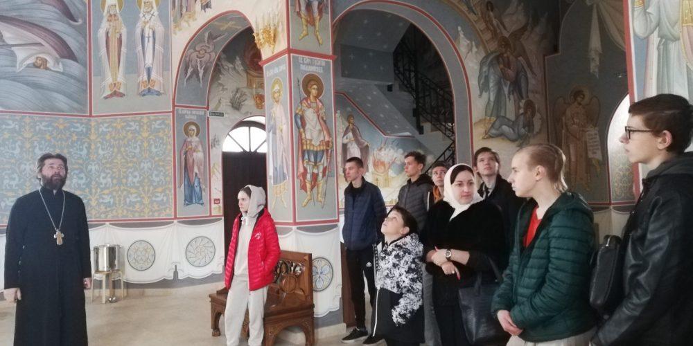 В храме Смоленской иконы Божией Матери завершилась благотворительная акция «В помощь школьнику!»