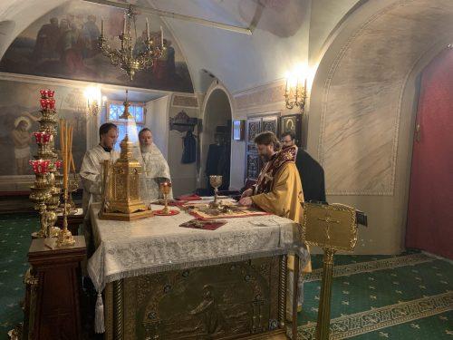В отдание праздника Богоявления епископ Фома совершил литургию в храме святителя Николая в Хамовниках