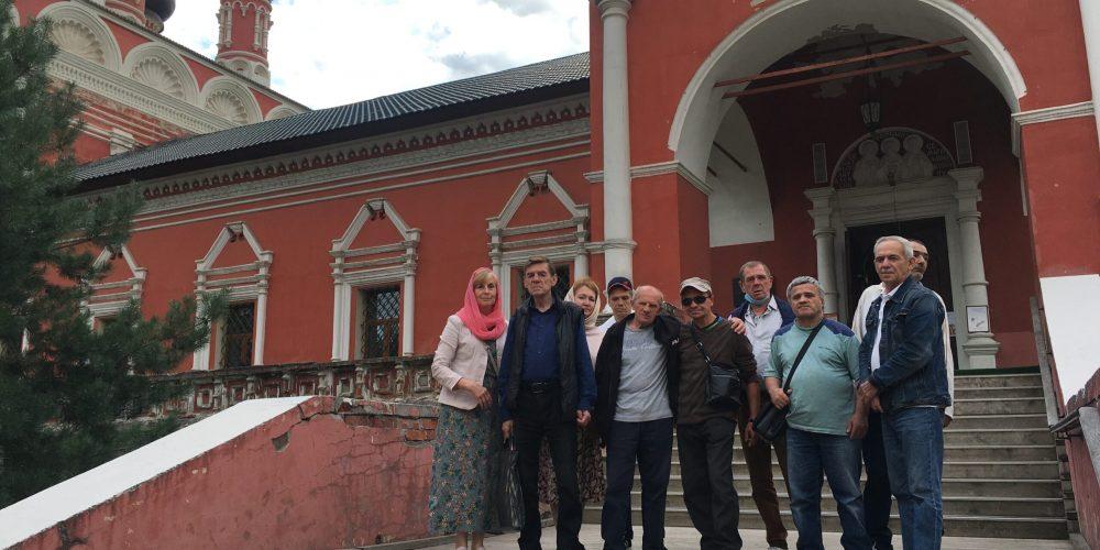 Подопечные храма прп. Андрея Рублева из приюта для бездомных побывали в Высоко-Петровском монастыре