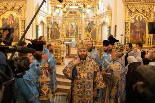 В праздник Покрова Пресвятой Богородицы епископ Фома совершил Божественную литургию в храме при МГИМО (+ фото)