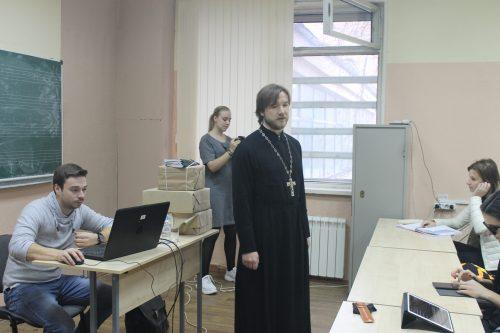 Священник встретился со студентами Института современного искусства