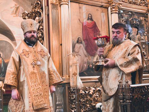 Епископ Фома совершил Божественную литургию в храме святителя Николая в Хамовниках (+ фото)