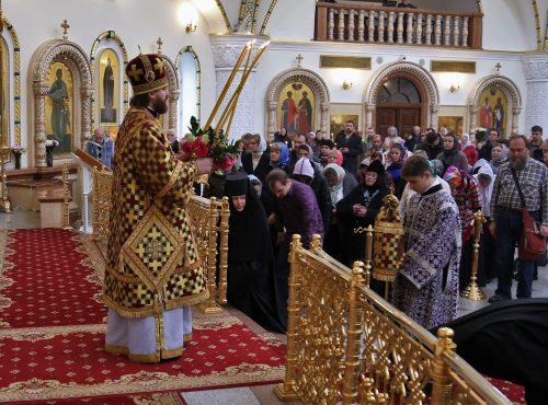Преосвященный Фома совершил Божественную литургию в соборном храме в Переделкино (+ фото)