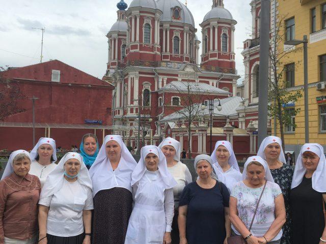 Сестры милосердия из Сестричества в честь свт. Пантелеимона совершили пешеходное паломничество