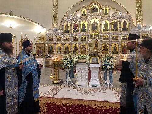 Епископ Павлово-Посадский Фома совершил всенощное бдение в храме Спаса Преображения в Переделкине (+ фото)