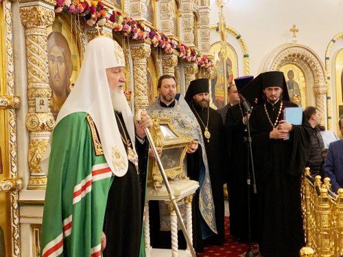 В канун праздника Покрова Пресвятой Богородицы епископ Фома сослужил Святейшему Патриарху за всенощным бдением в Переделкине