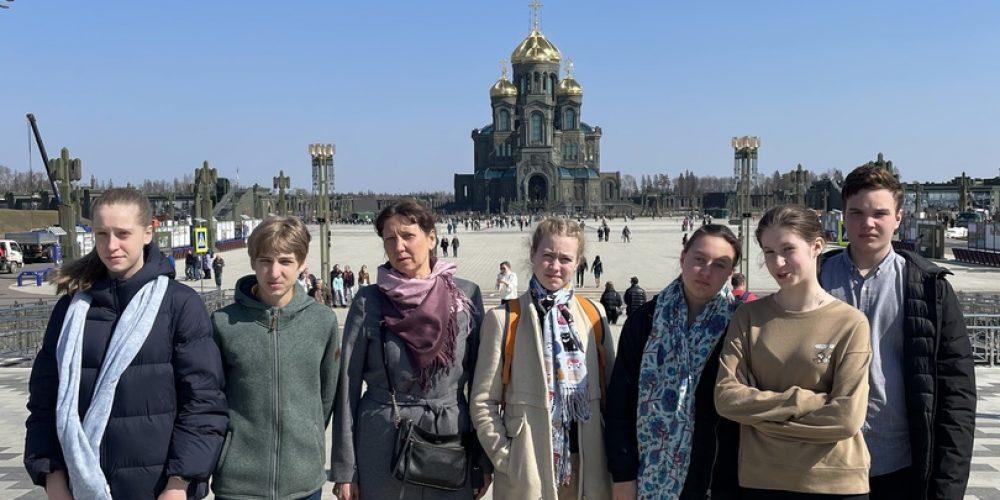 Выпускники воскресной школы храма свт. Димитрия Ростовского посетили главный Храм Вооруженных Сил