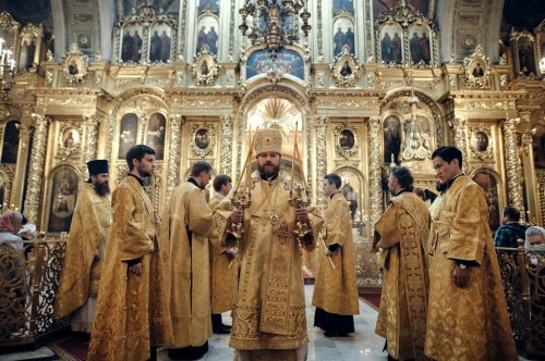 Епископ Фома совершил Божественную литургию в Елоховском кафедральном соборе