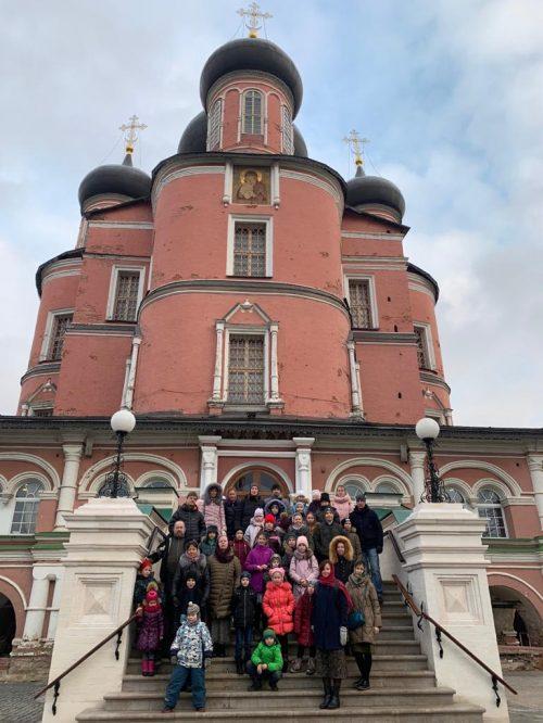 Учащиеся воскресной школы храма святителя Димитрия Ростовского в Очакове посетили Московский Донской монастырь