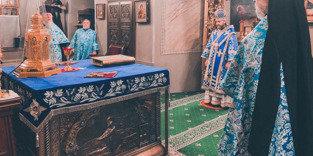 Епископ Павлово-Посадский Фома совершил Всенощное бдение в храме свт.Николая в Хамовниках