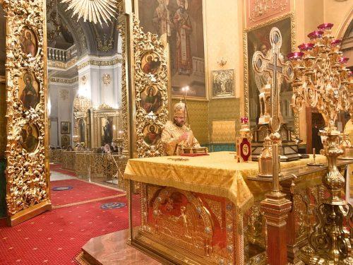В Неделю 28-ю по Пятидесятнице епископ Павлово-Посадский Фома совершил литургию в Богоявленском соборе