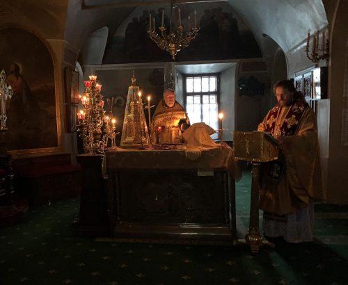 Литургию в храме свт. Николая в Хамовниках совершил епископ Павлово-Посадский Фома