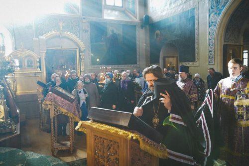 Литургию в малый престольный праздник в храме свт. Николая возглавил епископ Павлово-Посадский Фома