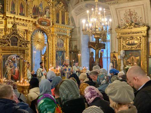 Епископ Фома совершил Литургию в праздник Благовещения Пресвятой Богородицы в Богоявленском соборе
