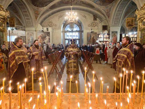 Парастас накануне Родительской субботы в Богоявленском  соборе  возглавил епископ Фома