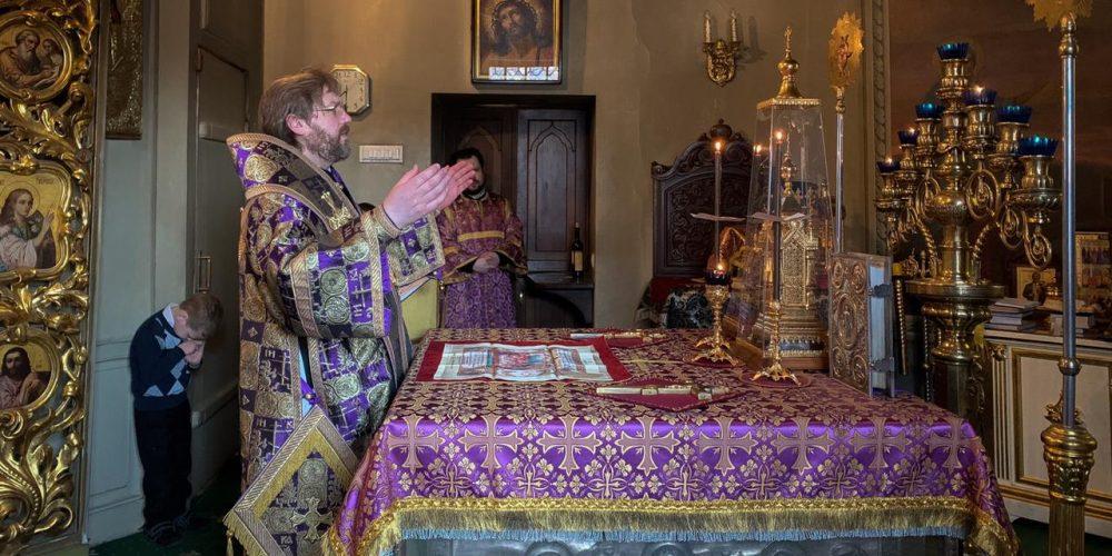 Епископ Павлово-Посадский Фома в Неделю 4-ю Великого поста совершил Литургию святителя Василия Великого