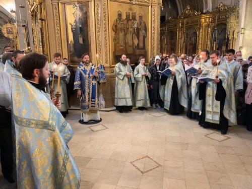 Накануне Субботы Акафиста епископ Фома совершил утреню в Богоявленском соборе
