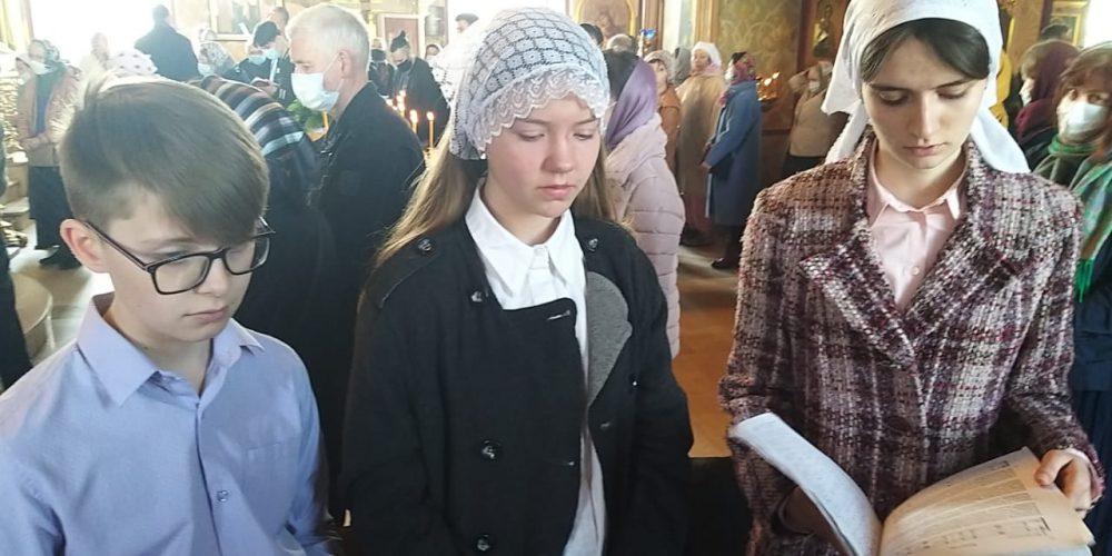 Детский хор Воскресной школы храма Рождества Богородицы в Крылатском сопровождал Литургию в Субботу Акафиста