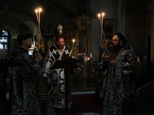 Пассию в Богоявленском соборе совершил епископ Одинцовский и Красногорский Фома