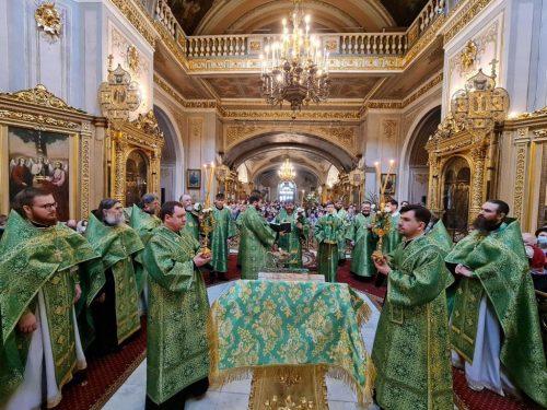 В Неделю ваий епископ Одинцовский и Красногорский Фома совершил Божественную литургию в Богоявленском соборе