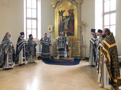 Литургию Преждеосвященных Даров в храме Иверской иконы Божией Матери в Одинцово совершил в Великий Вторник епископ Фома