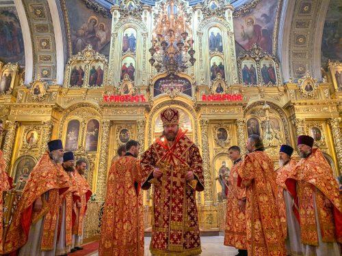 Епископ Фома совершил Пасхальную великую вечерню и Пасхальный молебен