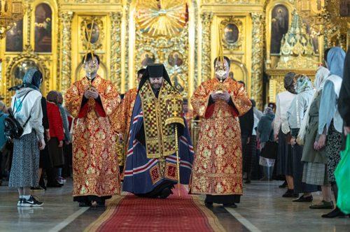 Всенощное бдение накануне праздника обретения мощей святителя Алексия совершил епископ Фома в Богоявленском соборе