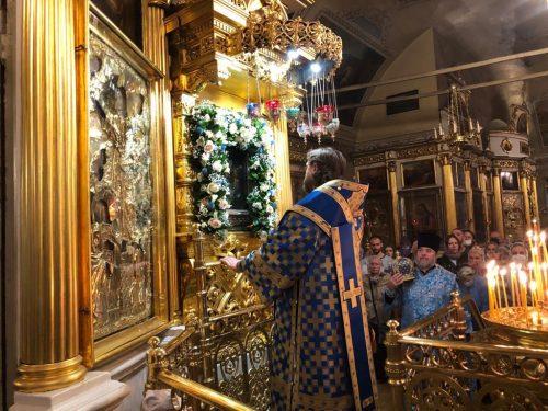 Всенощное бдение в храме свт. Николая в Хамовниках накануне малого престольного праздника совершил епископ Фома