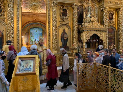 В Богоявленском соборе епископ Фома совершил Божественную литургию