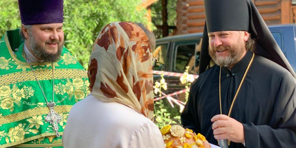 В храме Всех Святых на Филевской пойме епископ Фома совершил Литургию в день памяти преподобного Серафима Саровского
