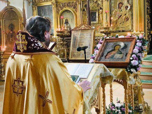Епископ Фома совершил богослужение с чтением акафиста Иисусу Сладчайшему