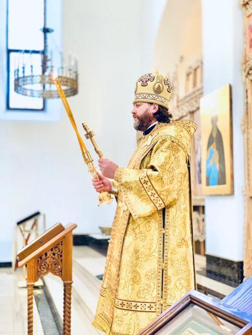 В Предпразднство Преображения Господня епископ Фома совершил Литургию в храме Рождества Иоанна Предтечи в Лесном городке