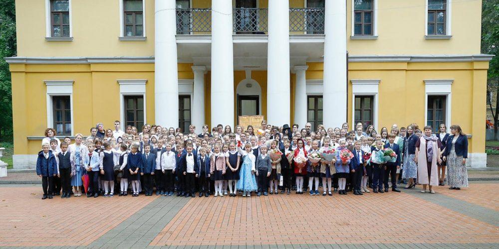 Владыка Фома совершил молебен в День знаний в Свято-Георгиевской гимназии г. Красногорска